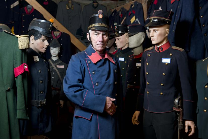 Chez Georges Bulloz . Ce Musée abrite une des plus extraordinaires et des plus riches collections d'uniformes de notre Pays.
