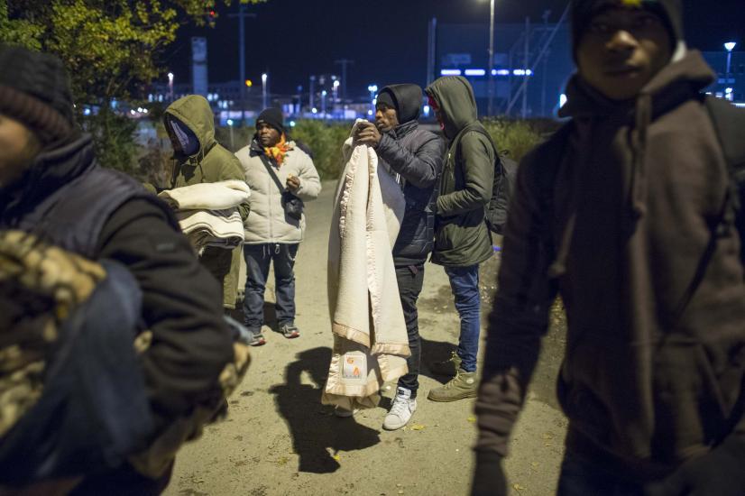 Renens,des migrants viennent aux alentours du Sleep-In , pour chercher de la nourriture ou des habits .
