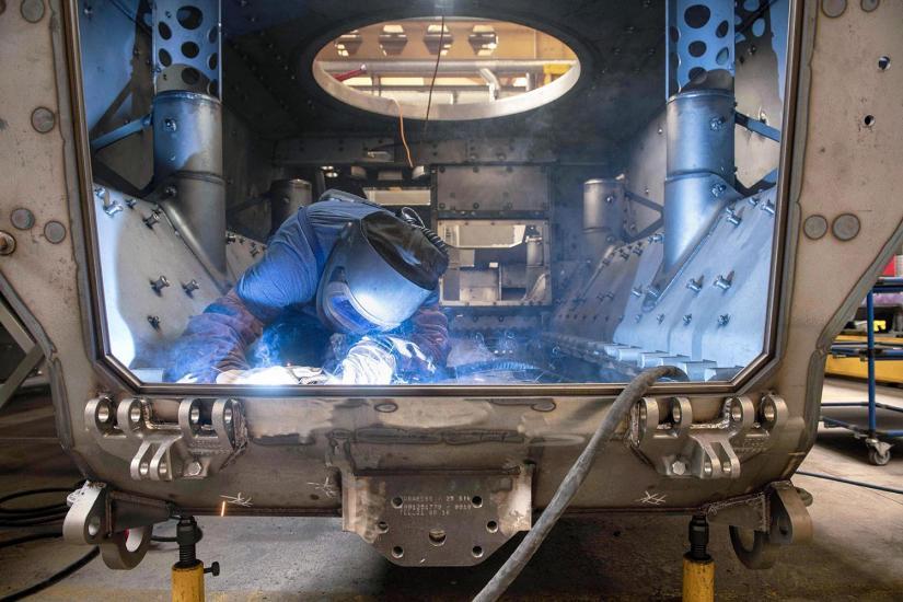 La fabrique de General Dynamics (ancienne Mowag), qui produit des tanks (Duro, Piranha.) Matériel militaires. Travaux sur des véhicules de type piranha.