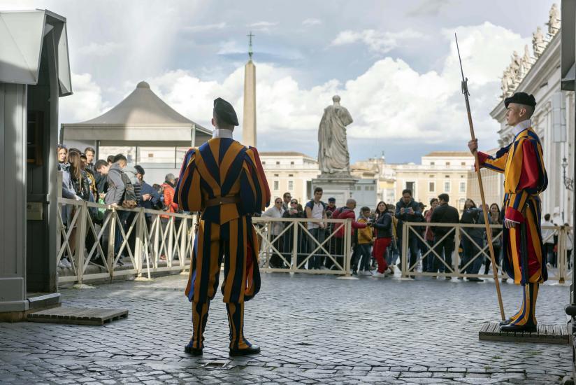La Garde suisse pontificale, force militaire chargée de veiller à la sécurité du pape et du Vatican.