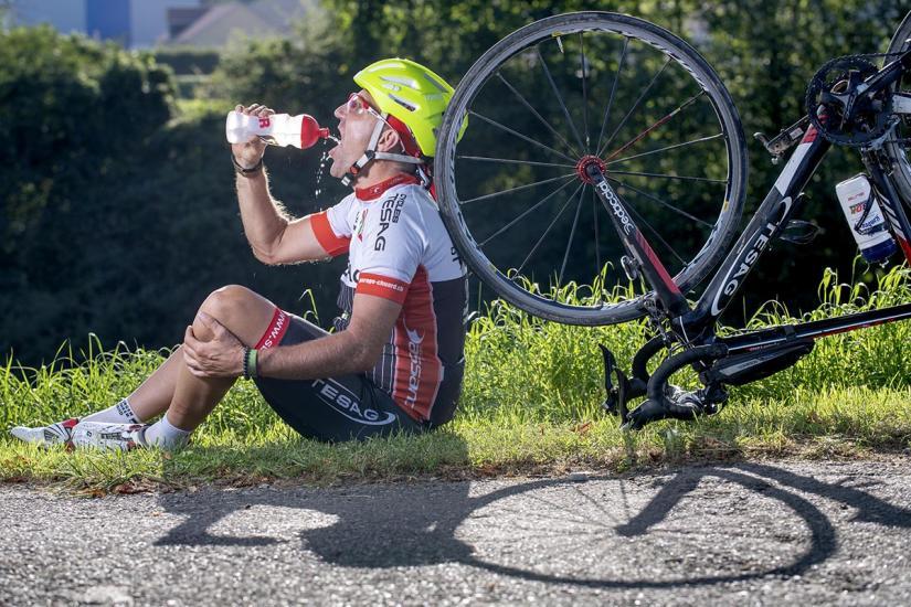 Stéphane Cand  à battu le record du monde de 16 pays parcourus en six jours à vélo